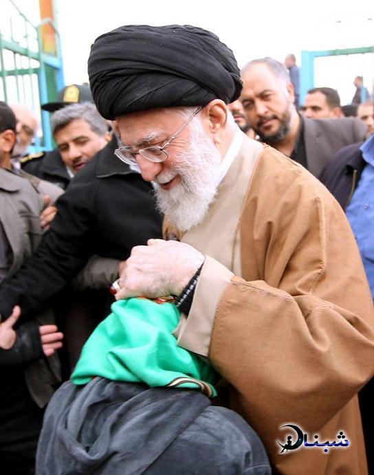 رهبر انقلاب در بین زلزله زدگان کرمانشاه