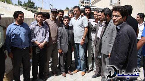 علی دایی در بین زلزله زده ها در کرمانشاه