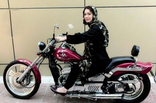 شهرزاد کمالزاده با موتور سیکلت