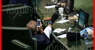 ماجرای دراز کردن پای سید مصطفی ذوالقدر روی میز مجلس + عکس