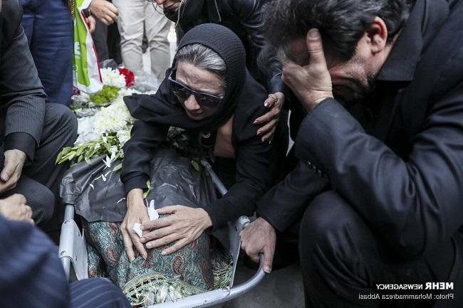 گریه فلورا سام مراسم تشییع مجید اوجی | تصاویر مراسم تشييع پیکر مجيد اوجي با حضور هنرمندان