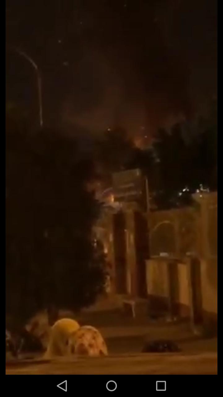 فیلم آتش زدن درمانگاه شهرک توحید بندرعباس به دلیل بیماران کرونا