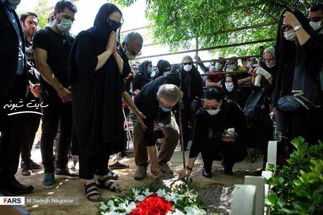 مراسم تشییع پیکر (جنازه) محمدعلی کشاورز بازیگر با حضور هنرمندان- ❤️ شبونه