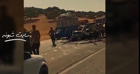 غارت خودروی تصادف کرده توسط مردم در محور یاسوج به اصفهان
