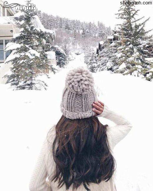 عکس دختر در برف از پشت برای پروفایل 2021 زمستانی دخترونه